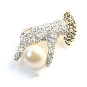 Diamond hand, brosa placata cu aur, colectia Perfect gift